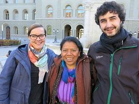 thumbnail_Lolita Chávez, al medio, con Alice Froidevaux y Corsin Blumenthal_Foto_Sergio Ferrari